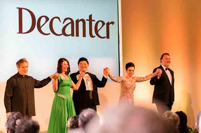 ROH's musical director Sir Antonio Pappano and the opera stars Vlada Borvko, David Jungjoon Kim, Ermonella Jaho and Bryn Terfel take a bow after the recital. 출처 : decanter