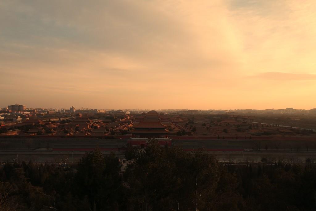 베이징 겨울의 일몰 시간은 대체로 오후 6시경 시작된다.