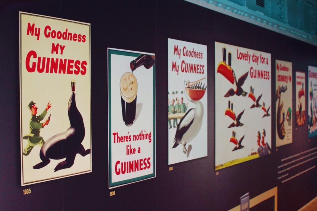 3층에서는 그동안 펼쳤던 기네스 광고들이 시대별로 전시되어 있다.