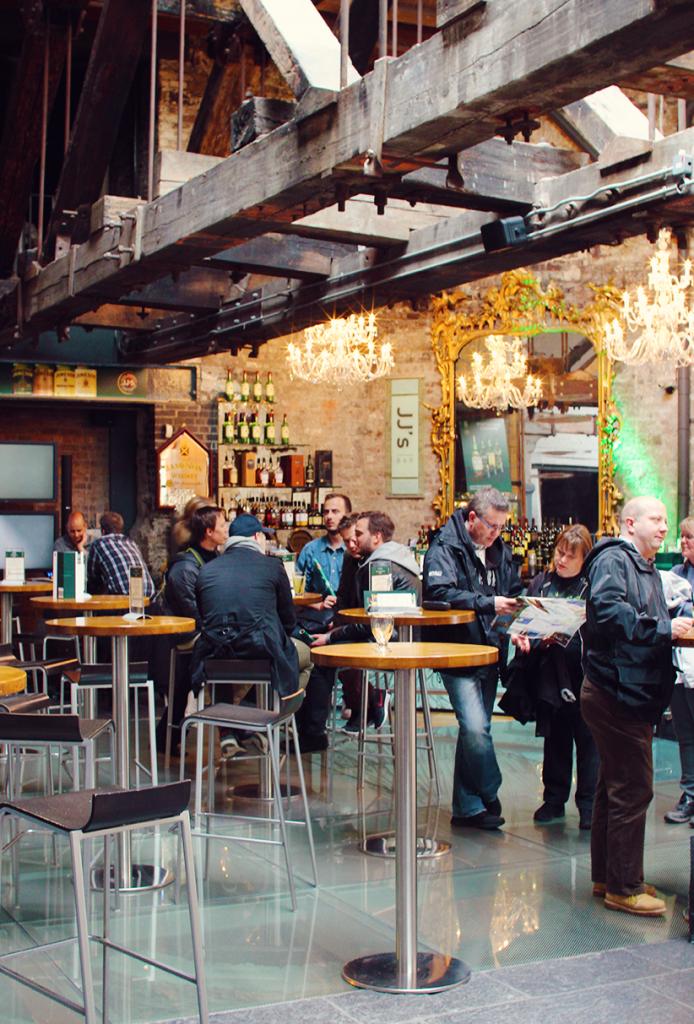 한 잔으로 부족하다면, Ground층에 마련된 Bar에서 즐기면 된다.