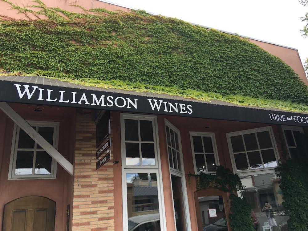 [사진 11 – Williamson Wine Tasting Room]