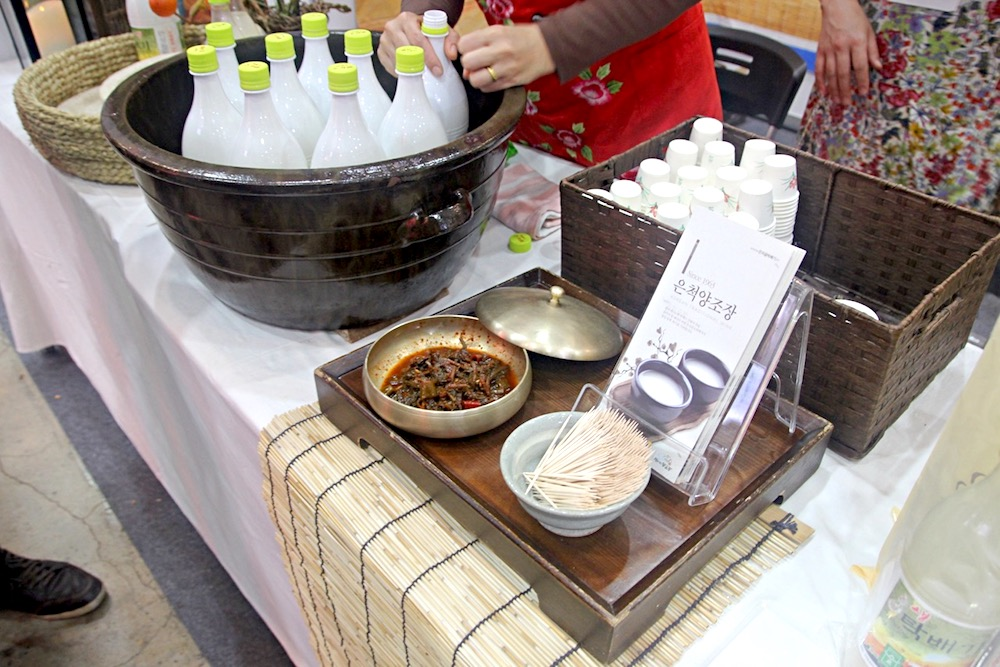 사진) 막걸리와 칼칼한 김치의 궁합